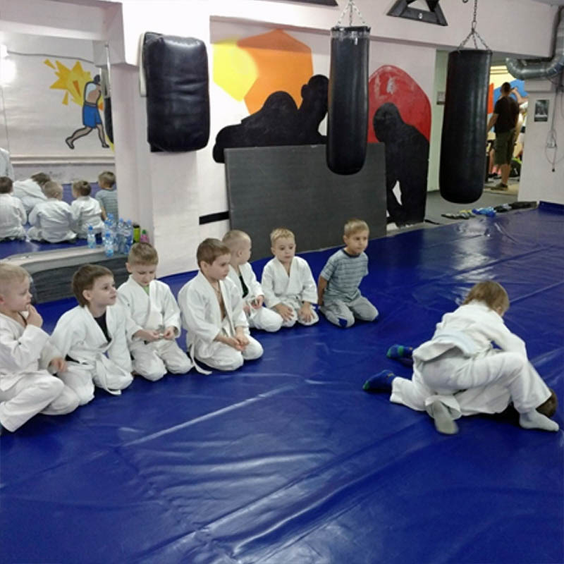 соревнования на тренировке джиу-джитсу для дошкольников